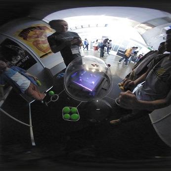 スマホでバーチャルリアリティー(VR)動画を見る …